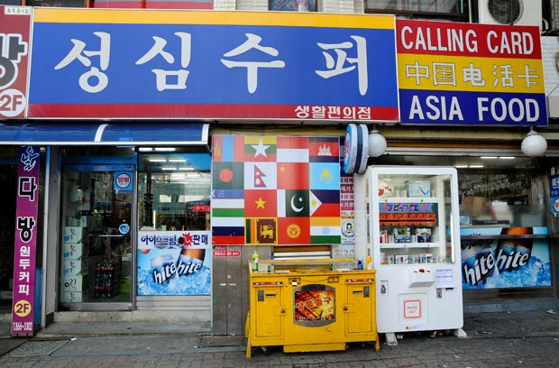 Asia Mart which sells non-Korean Asian products is located next to the bus stop across from Jochiwon Station. (Salgu Wissmath/ The Sejong Dish)
