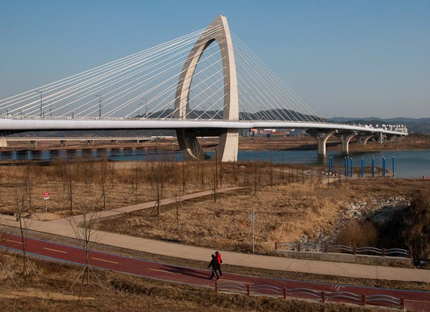 The Handuri Bridge (한두리대교) in Sejong City. (Salgu Wissmath/ The Sejong Dish)