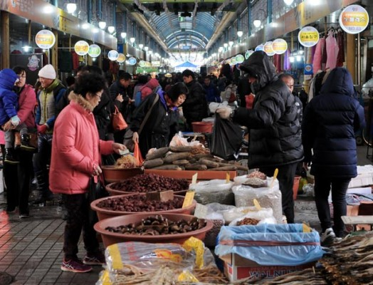 The Sejong City Traditional Market has special market days during the month on days ending in 4 or 9. (Salgu Wissmath/ The Sejong Dish)