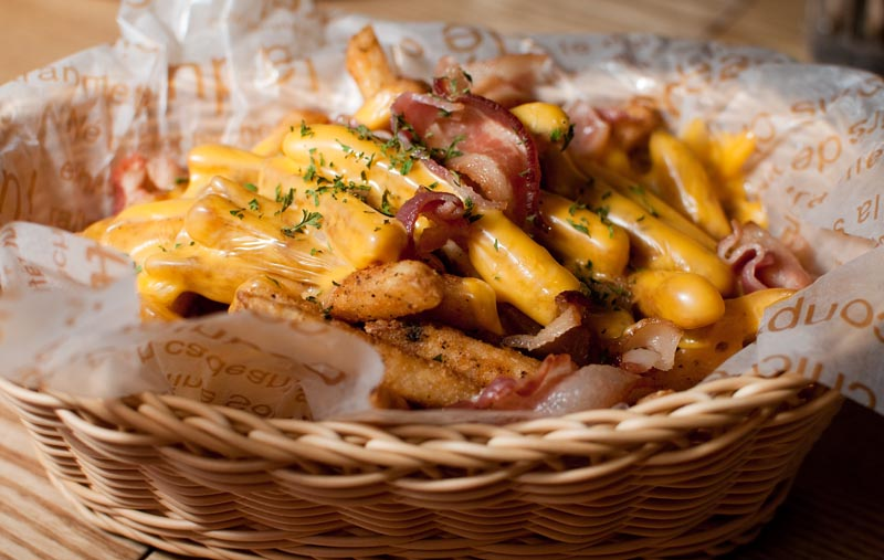 The King offers a delicious basket of fries topped with cheese and bacon. (Salgu Wissmath/ The Sejong Dish)