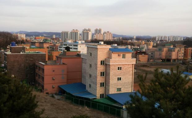 A view of Jochiwon from Korea University's Sejong Campus. Jochiwon is home to Korea University and Hongik University's Sejong Campuses. (Salgu Wissmath/ The Sejong Dish)